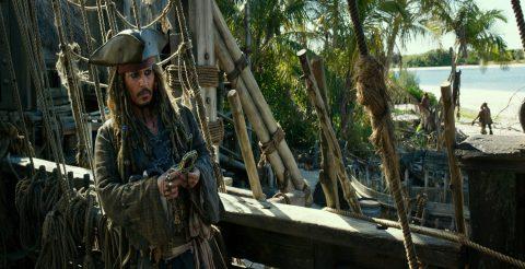 La quinta parte de la saga de Disney logró uno de los mejores debuts del año. El feriado ayudó a las ventas de toda la cartelera en general.