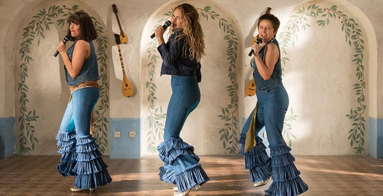 Alexa Davies, Lily James, and Jessica Keenan Wynn in Mamma Mia! Vamos otra vez